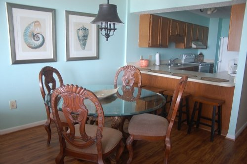 Chair,Furniture,Dining Table,Table,Dining Room