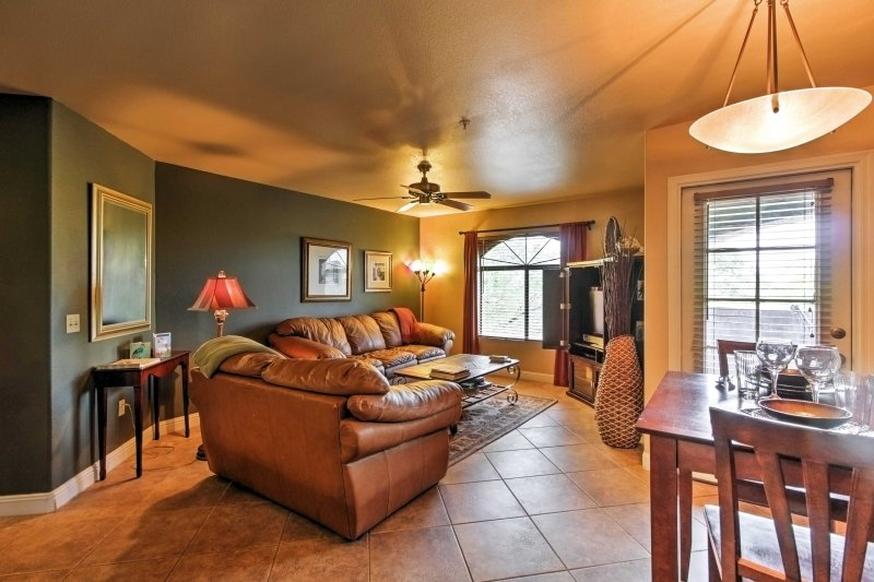 High-End Tucson Condo w/ Balcony: Pets Allowed!, holiday rental in Catalina Foothills