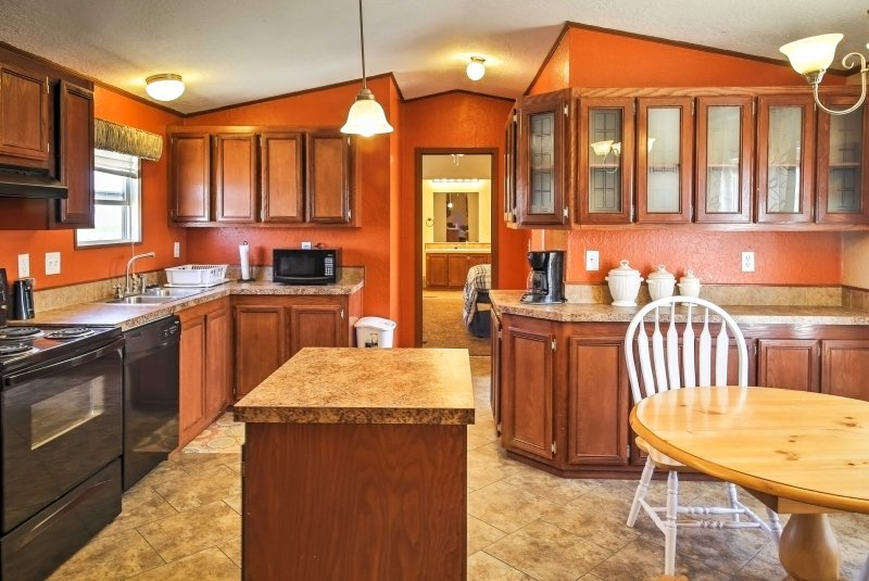 Explore the famous Carlsbad Caverns and enjoy fantastic views of the Guadalupe Mountains from this 3-bedroom, 2-bathroom vacation rental home, which comfortably sleeps 6 in Carlsbad.
