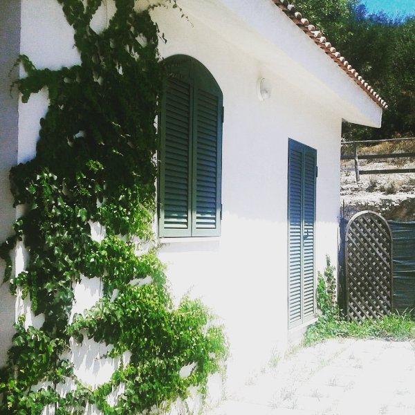 vieste villa pour 6 personnes avec grand jardin, location de vacances à Pugnochiuso