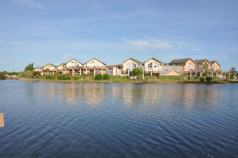 Family waterfront holiday combined with watersport directly at the lake, holiday rental in Saint Isidore