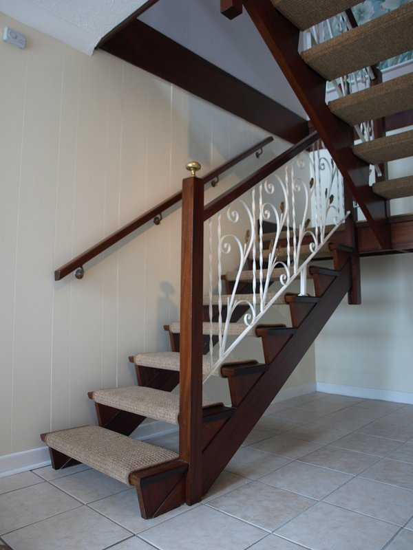 Dogleg stairs