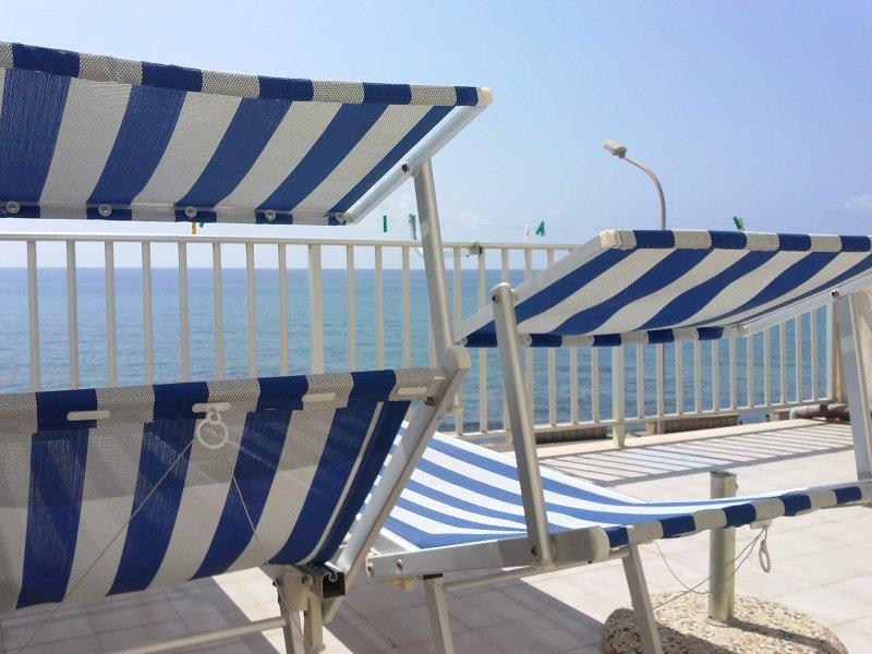 Casa del Luno, fronte mare., holiday rental in Marina di Ragusa