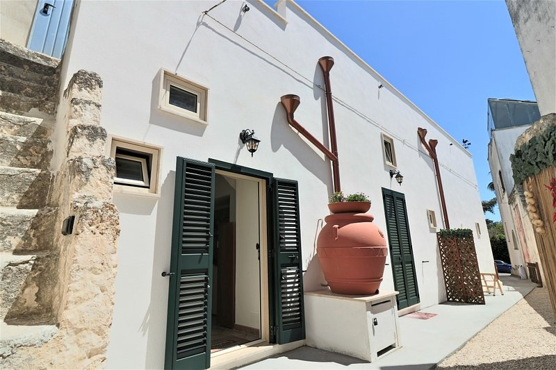 House studio for short holidays to Ugento a few km from Torre San Giovanni sea, holiday rental in Gemini