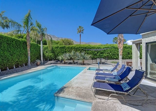 Modern Hideaway w/ Pool, Spa & Unimpeded Mountain Views - Walk to Downtown, holiday rental in Palm Springs