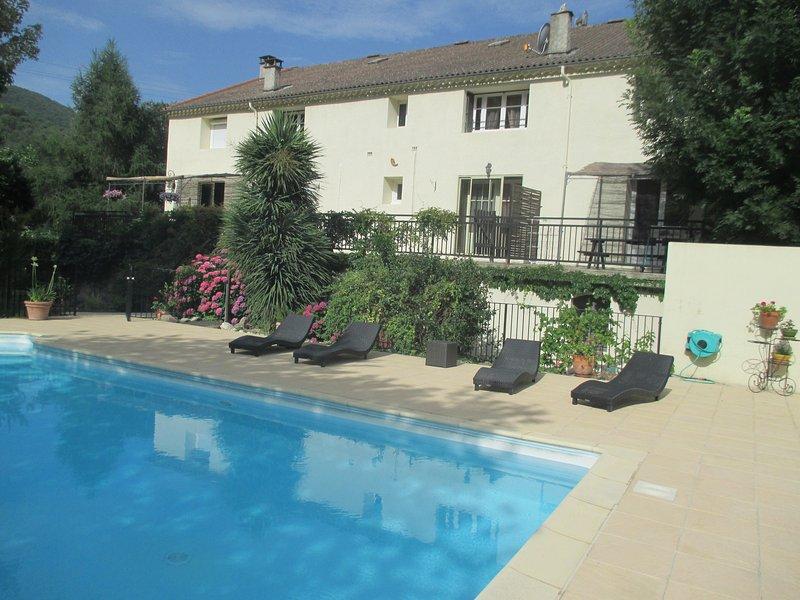L'ombra della piscina (sicuro). Terrazza cottage proprio.
