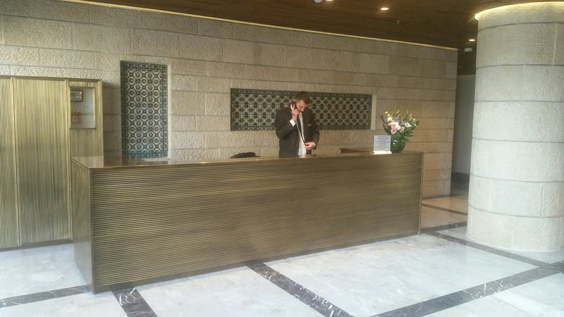 Lobby with concierge 24/7