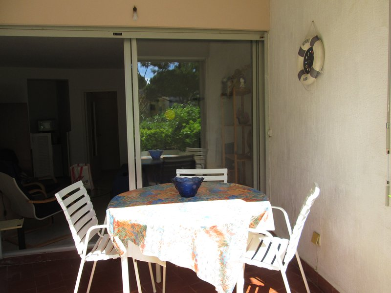 Cosy Studio with Terrace, Pool & Parking, location de vacances à Cap d'Agde