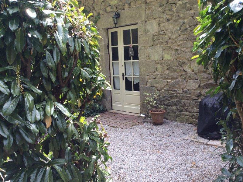 Fronte del mulino, ingresso indipendente e giardino