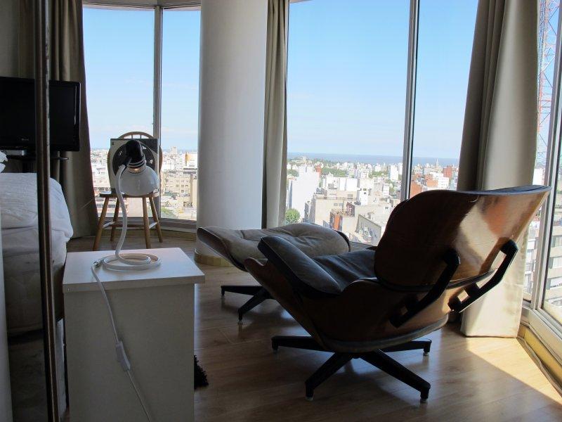 Moderno departamento- Loft -en la mejor ubicación, garaje y todos los servicios., casa vacanza a Ciudad de la Costa