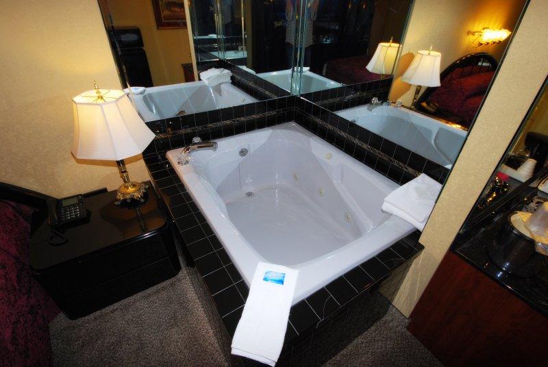 Whirlpool Tub for Honeymooning