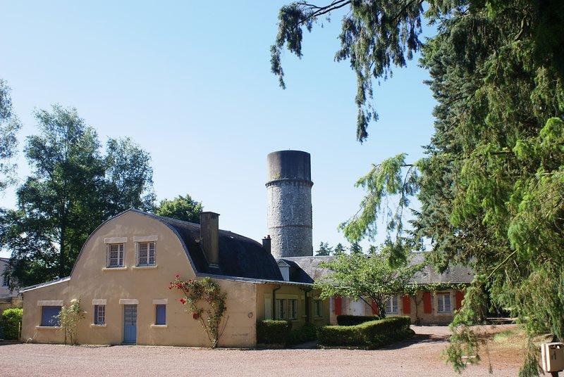 Petit Village gite, vacation rental in La Suze-sur-Sarthe