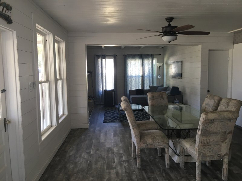 Picturesque Lake Cottage on Desirable North Shore of Lake Weir, casa vacanza a Belleview