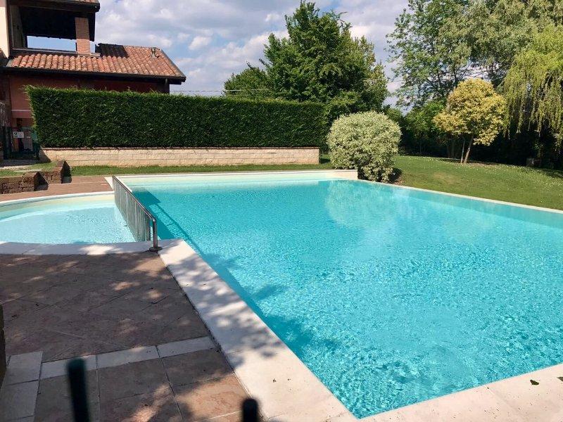 Intero Appartamento in Residence con piscine, holiday rental in Castelnuovo del Garda