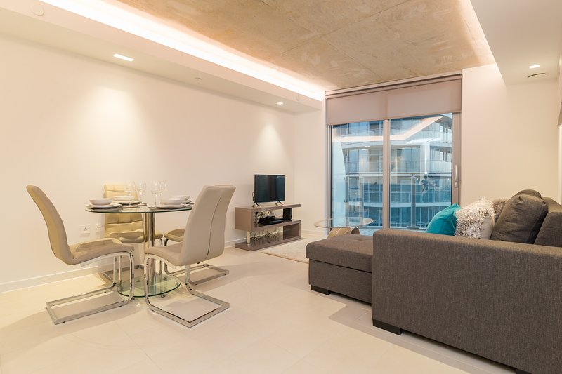 Excel Luxury Apartment , near Excel Centre, Canary Wharf and O2 UPDATED  2020 - Tripadvisor - London Vacation Rental