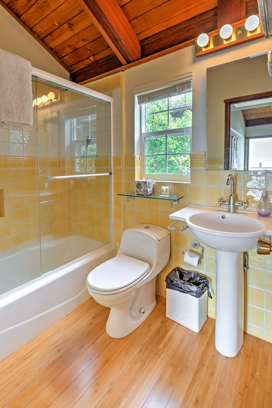 You'll find 3.5 baths in the home.