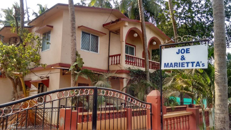 Joe and Marietta's Guesthouse - Palm 3-bedroom apartment, holiday rental in Saligao