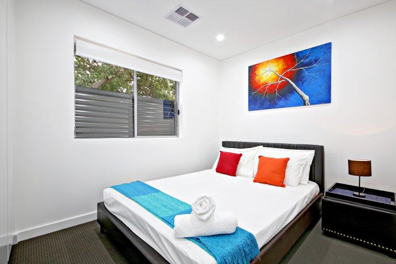 Segundo dormitorio con cama de matrimonio
