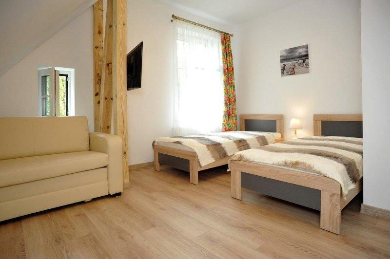 Guest house 'Muszelka' 200m from beach - room #2, location de vacances à Miedzyzdroje