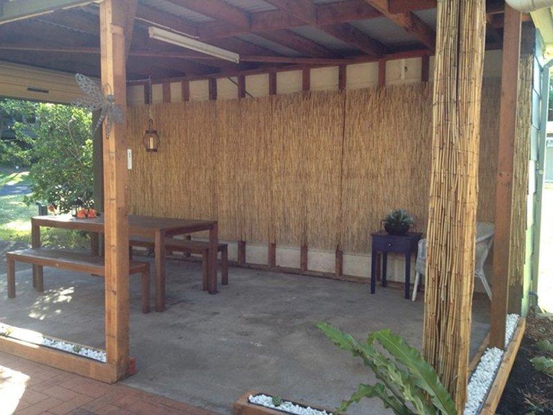 SEABREEZE   - BYO LINEN, holiday rental in Blueys Beach