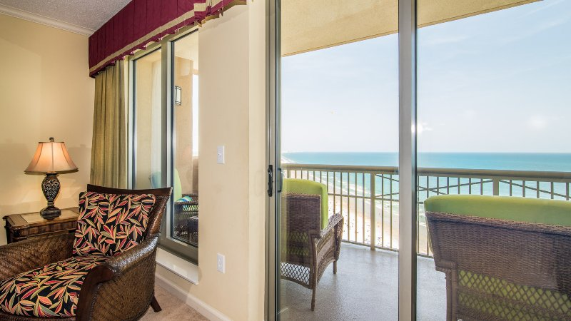 Living Room Oceanfront w/Balcony Access