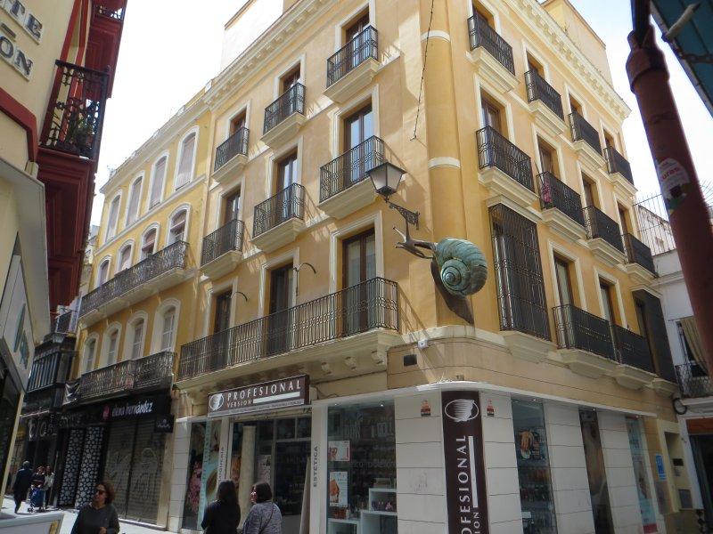 El Caracol de Sevilla. Renovated apartment in the heart of Sevilla.