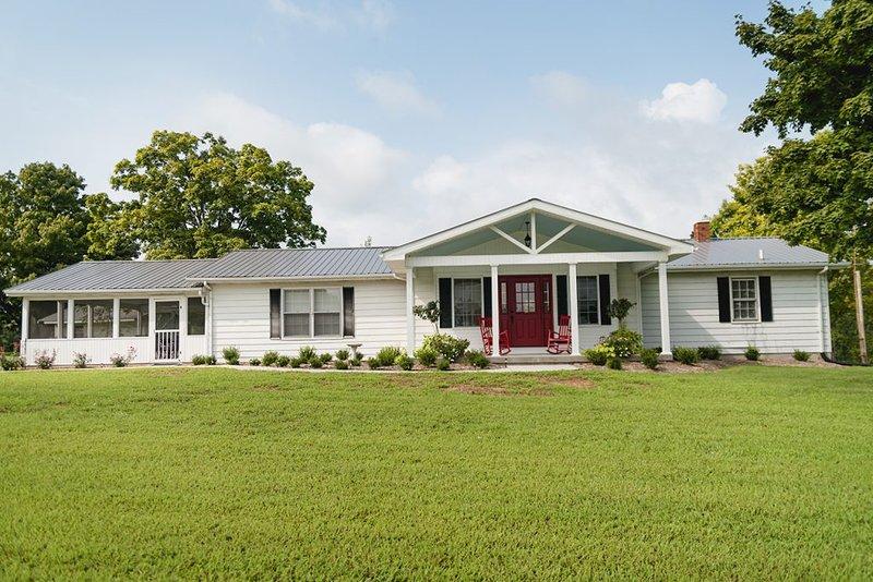Grandma's Cottage, 4 Bedrooms, Sleeps 10, vacation rental in Columbia