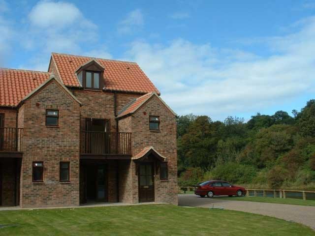 Riverside Cottage overlooking the River Esk – semesterbostad i Scarborough District