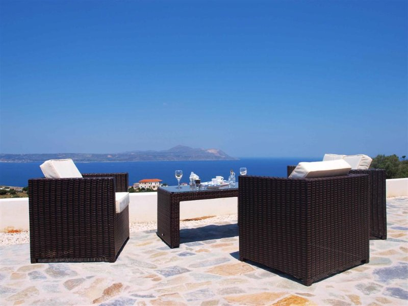 Big infinity private pool  (10mtx4mt)★Sea view★Big sea view terrace 100m2★5 bedr, vacation rental in Almyrida