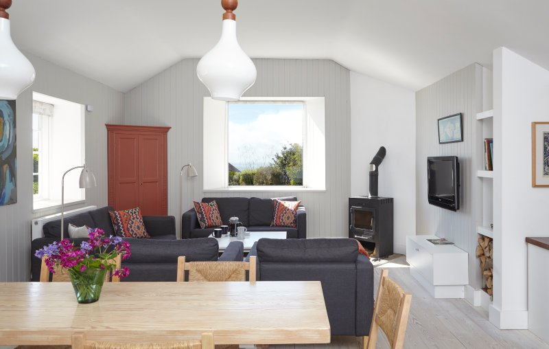 The Stable at Buddle Place. Niton Undercliff. South Facing Garden. Sea Views., holiday rental in Bonchurch