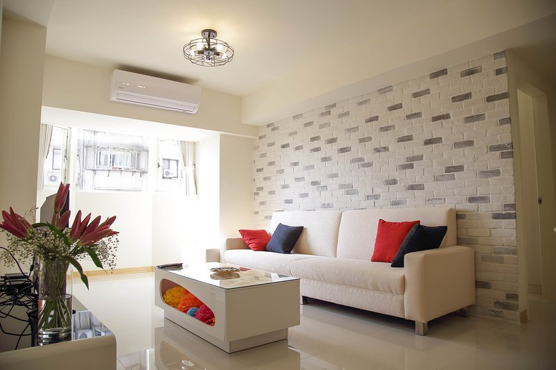 01MRT Nanjingfuxing Station, 5-8 min, holiday rental in Beitou