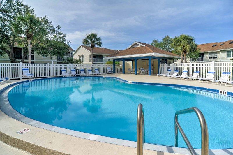 La bella casa fornisce l'accesso al tutto l'anno piscina riscaldata comunità.