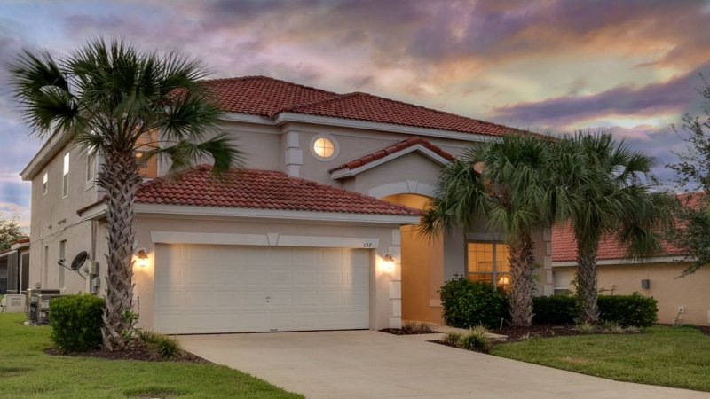 2 STORY SPACIOUS 6BED/5.5BATH  WITH PRIVATE POOL IN GATED RESORT COMMUNITY, holiday rental in Four Corners