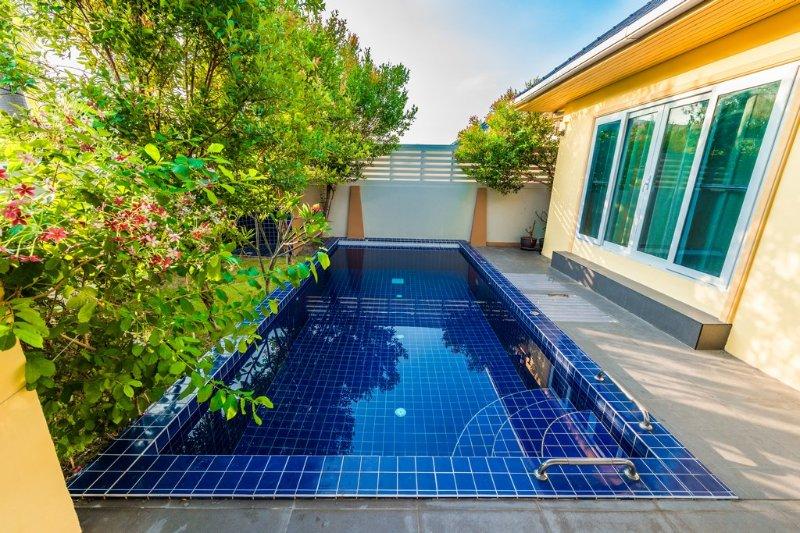 Outside - pool