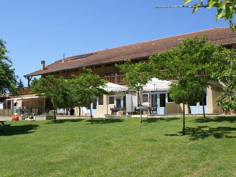 Domaine Pyrénées Passions - Gîtes de Charmes, aluguéis de temporada em Salies-du-Salat