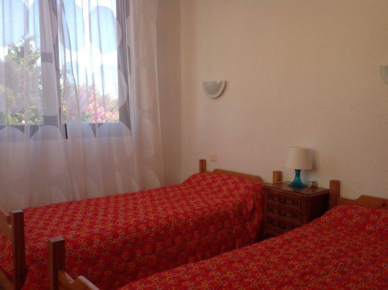 Grand T4 dans villa à 50m de la plage et du port, 3 chambres, jardin, alquiler de vacaciones en Saint-Cyprien-Plage