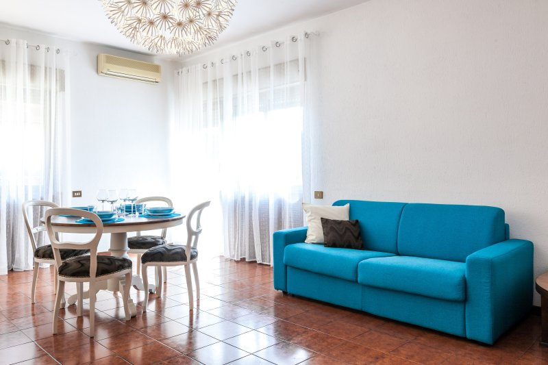 appart. residenziale tra Eur e I.F.O., vacation rental in Vitinia