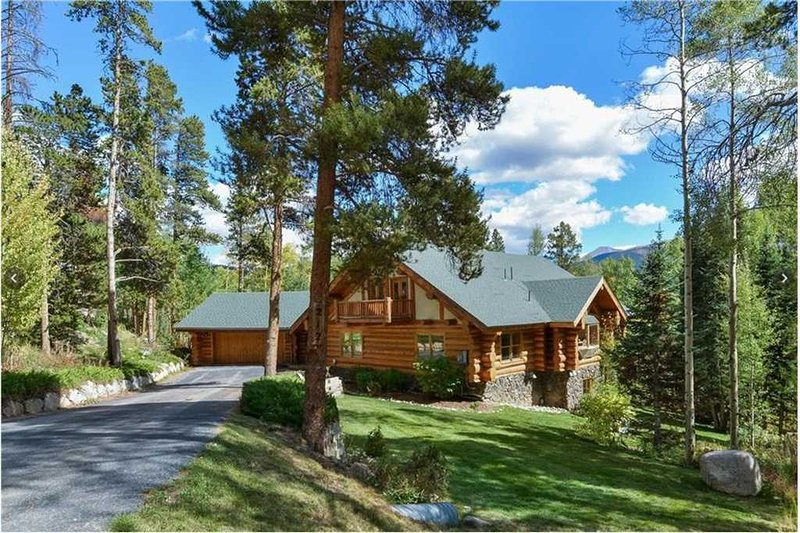 Updated Log Home with Gorgeous Views , Amazing Game Room and Seasonal Shuttle, location de vacances à Breckenridge