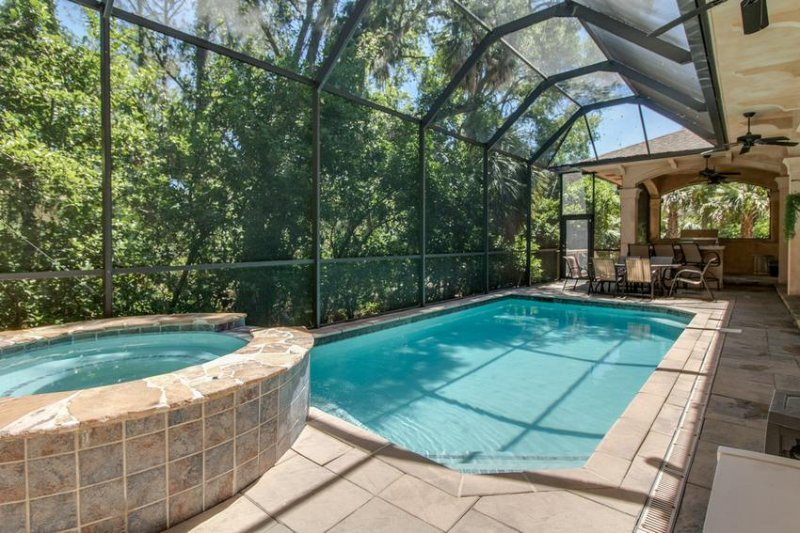 Fabulous Lanai Pool Area with Hot Tub and Outdoor Kitchen
