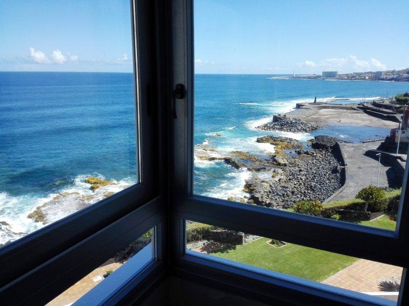 Increíbles vistas desde el ventanal al mar