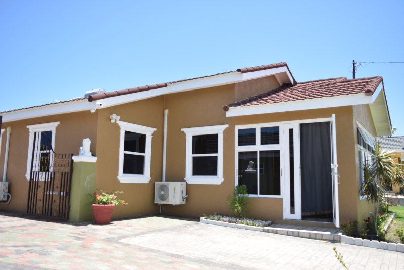 Relax Villa - Singles, Couples and Family friendly offering free breakfast, holiday rental in Mammee Bay