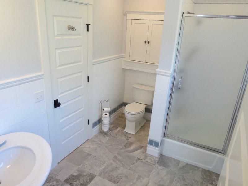 Lower level queen bathroom
