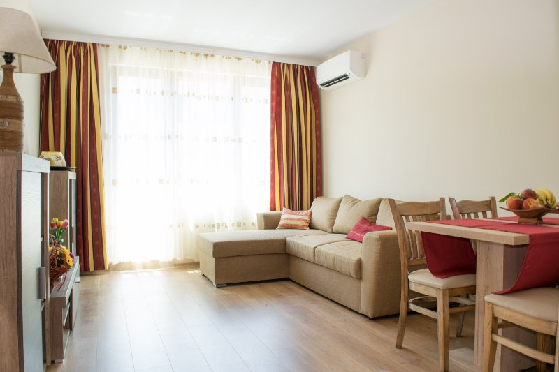 Apartment Coral, holiday rental in Pomorie