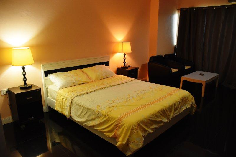 Spacious & Cozy room
