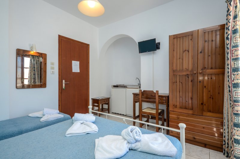 ECONOMY TRIPLE STUDIO IN NAXOS TOWN, holiday rental in Koronos