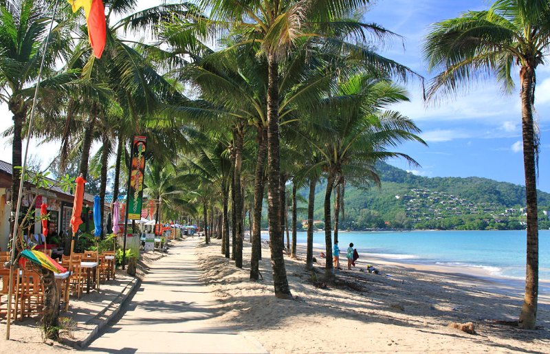Kamala Beach 5 minutes away from the villa.... with local restaurants and also Beach Clubs...