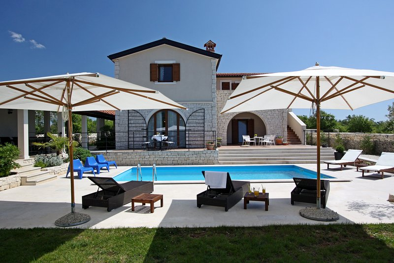Villa Histra - relax in peace and complete privacy, holiday rental in Bibici