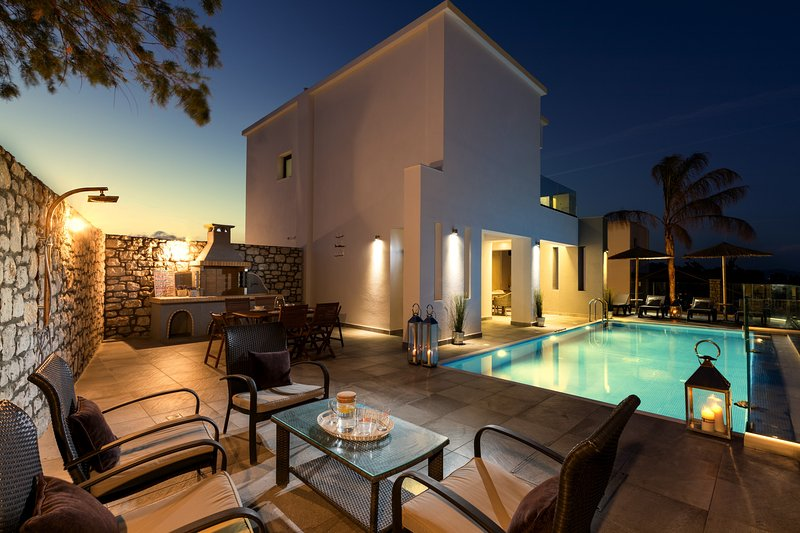 Erato Beach Villa w/p direct on the most beautiful Rhodes Beach, casa vacanza a Lachania