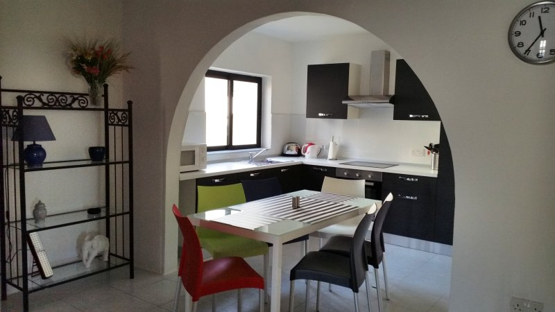 Msida new apartment with side sea views, Ferienwohnung in Ta' Xbiex