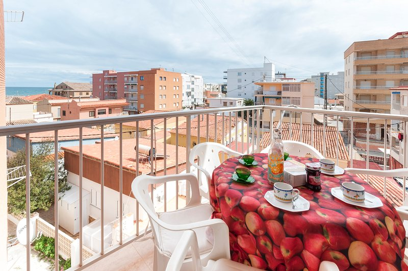ODISEA - Apartment for 6 people in Playa de Piles, vakantiewoning in Miramar
